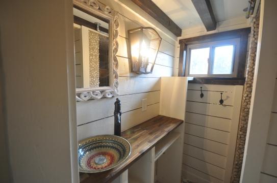 Unique design, lots of storage under the sink